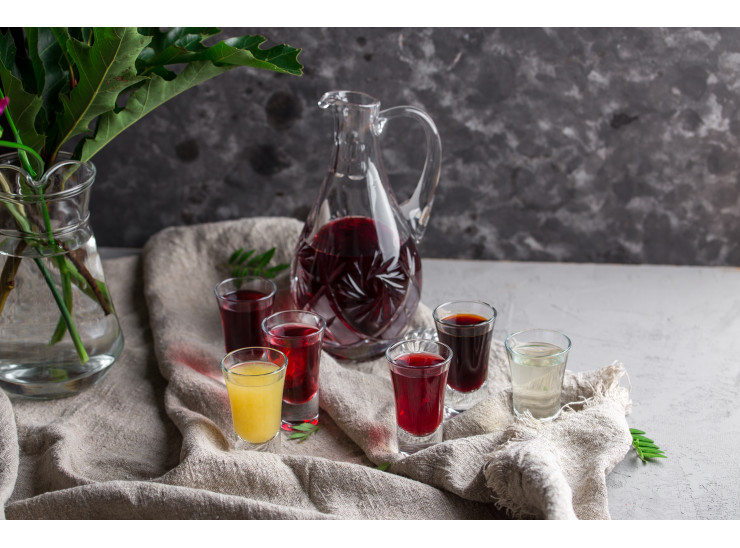 BERRY TINCTURE ALCOHOL DRINK